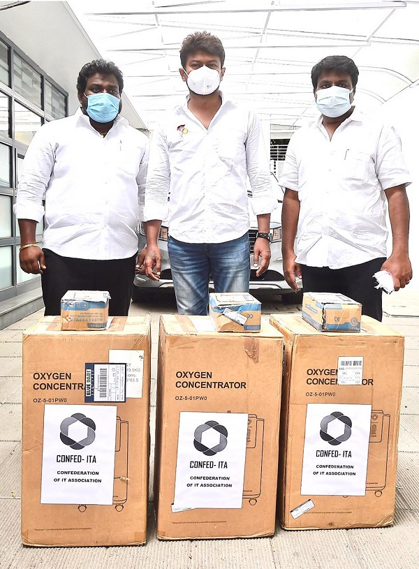At Chennai on Behalf of ConfedITA TN and Pondy Mr.Rajathangasamy and Sneham, Chennai President Mr.Dilip donated 3nos of O2 concentrators to Mr.Udaya