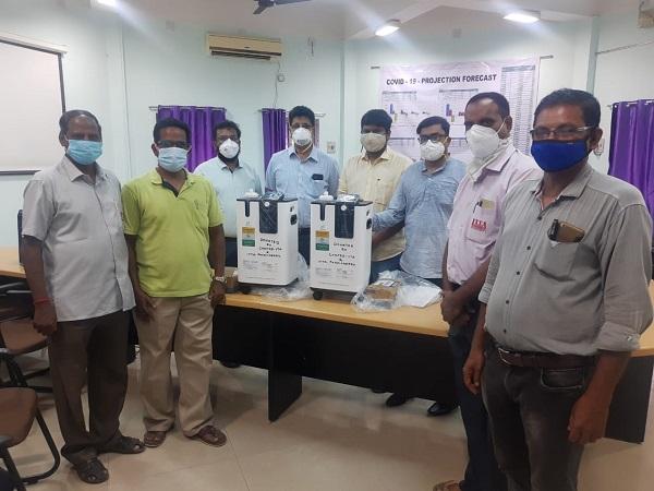 Handed over the O2 concentrators to Govt of Puducherry Health Secretary, Mr.Arun IAS, PWD Secretary Mr.Vikrant IAS and Dr.Srinivas head GH puducherr